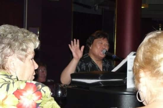 Michael Sara never took a break as he packed the Piano Bar on Eurodam with loyal fans.
