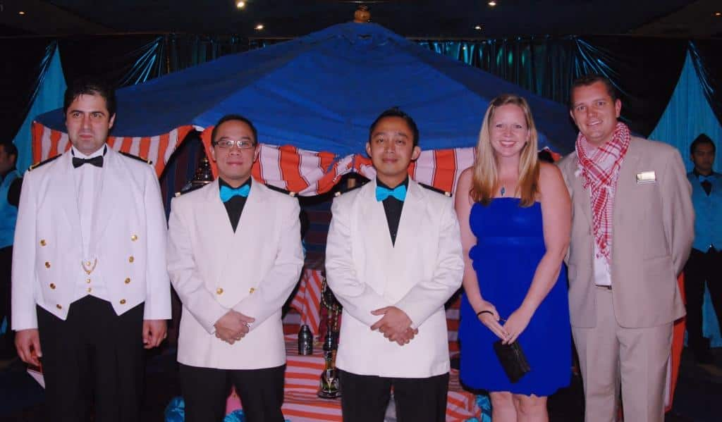 Amsterdam s grand world voyage themed dinners holland for Dining room manager