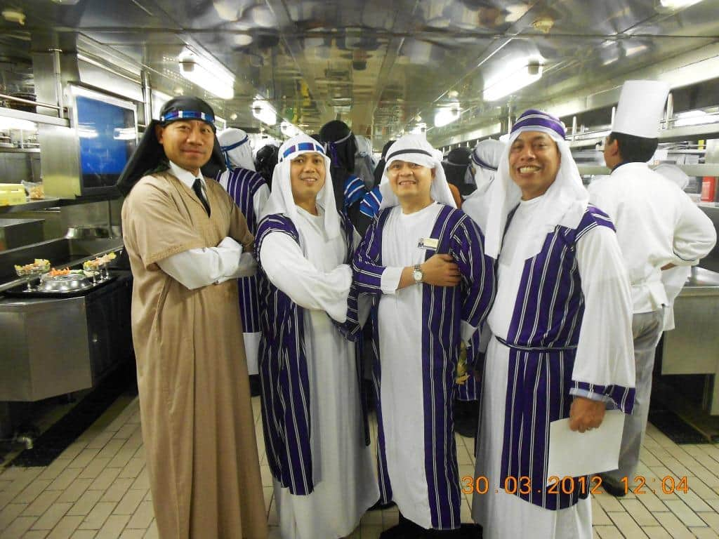 Prinsendam s arabian nights themed dinner holland for Dining room manager