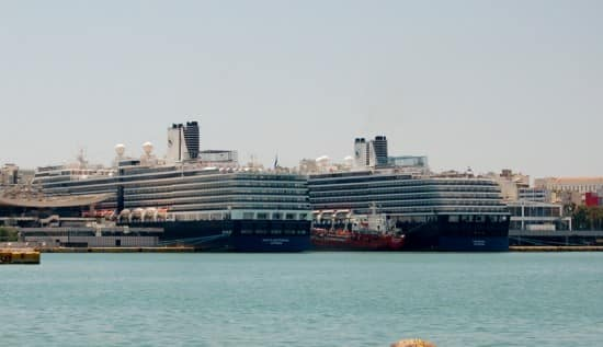 Noordam and Nieuw Amsterdam at Piraeus port.