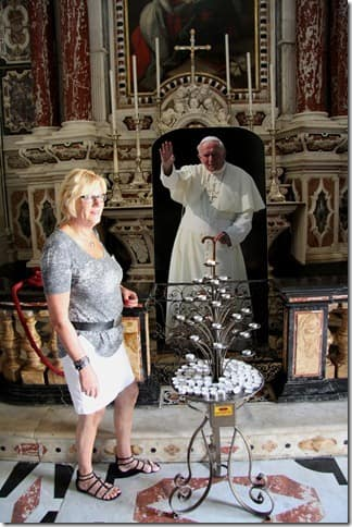 It looks like the pope wants to stop me from taking a picture of Yvon, but that is not the case. They reproduced a picture of the pope and hung it in the cathedral.