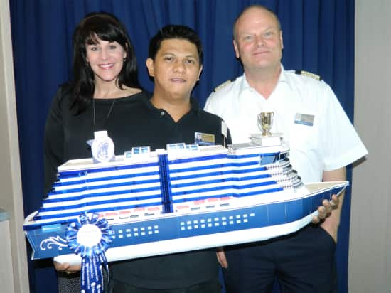 Winner of the Guests' Favorite Ship: Roberto Borjal, stage crew.