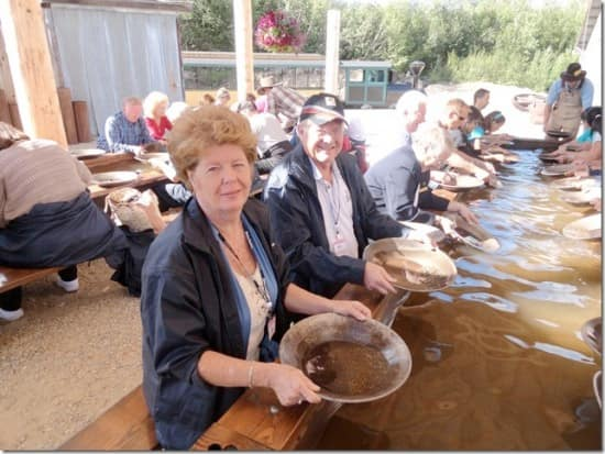 Guests Earl and Teresa Trawick panning for gold.