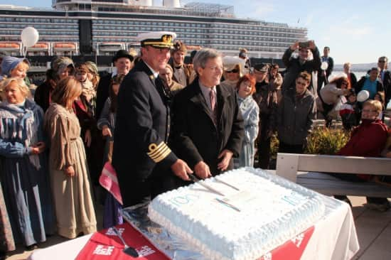 Captain Keijer and Saguenay Mayor Jean Tremblay cutting the cake.