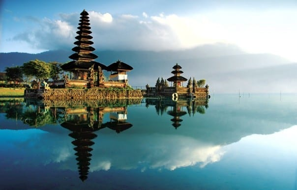 Guests on the 2015 Grand World Voyage will have an overnight call at Bali to explore the country's beautiful temples like Ulundanu.