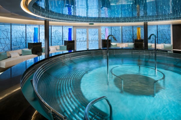 Who's ready to relax in Koningsdam's indulging hydro pool?