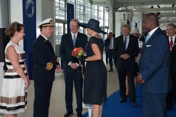 Queen Máxima meeting Captain de Vries after being presented with a bouquet by his daughter.