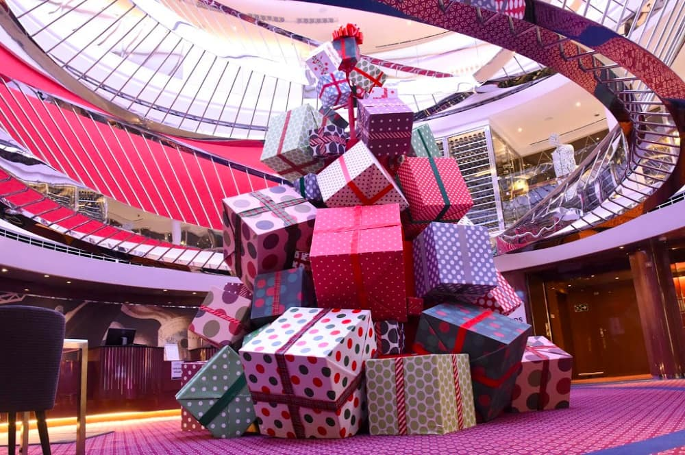 Koningsdam Holiday decor