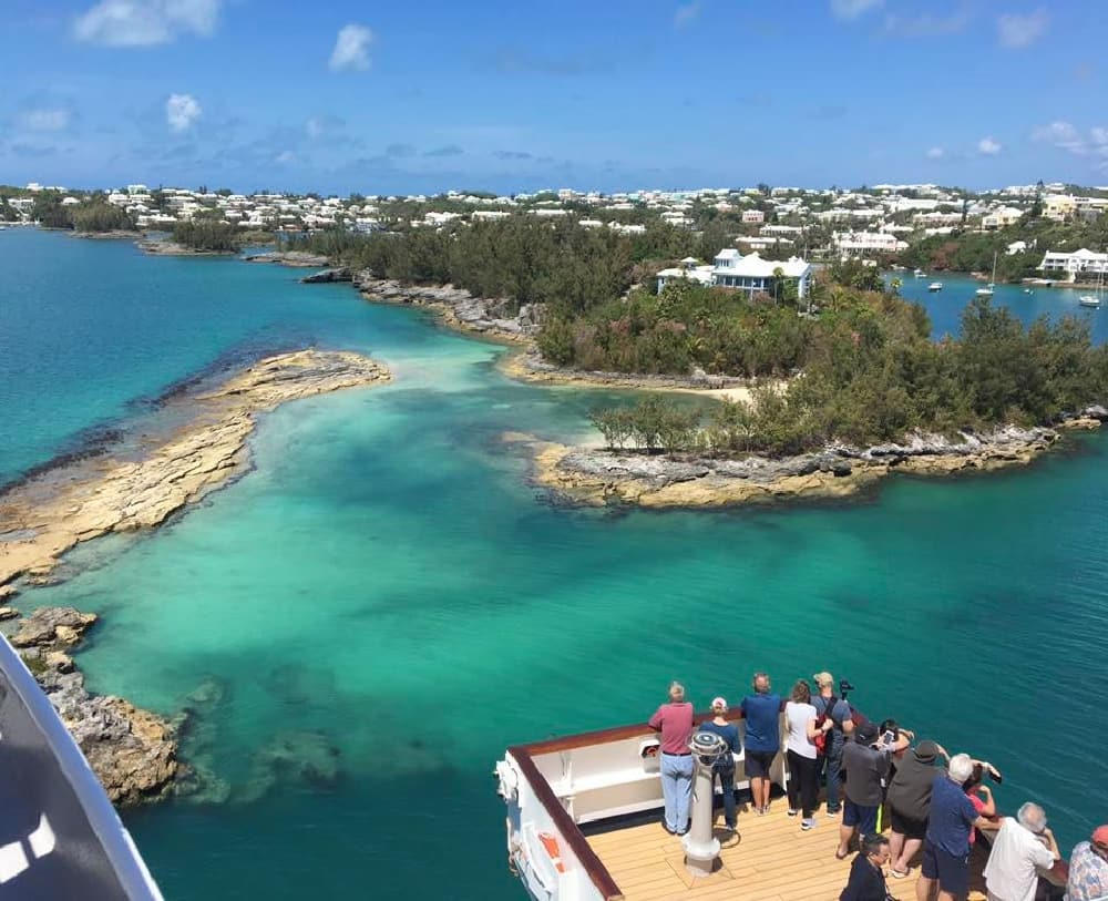 Sailing into Bermuda
