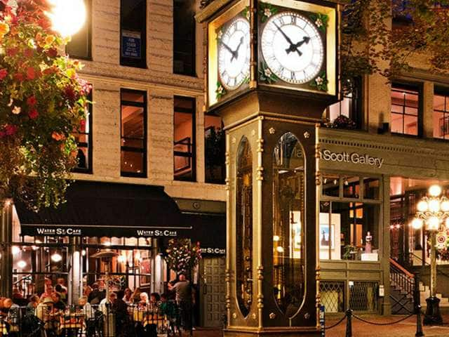 Vancouver'sfamoussteamclockonWaterStreetintheGastownneighborhood
