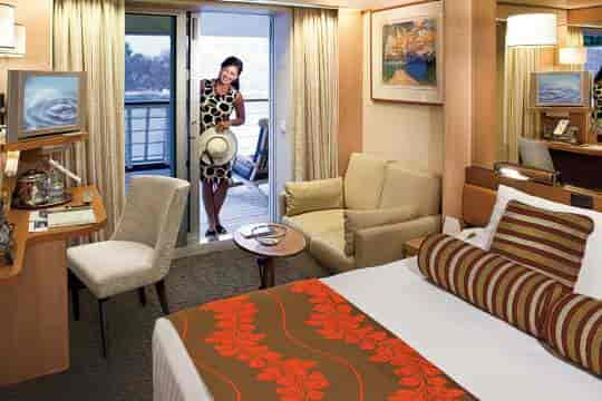 Lanai stateroom, queen bed configuration